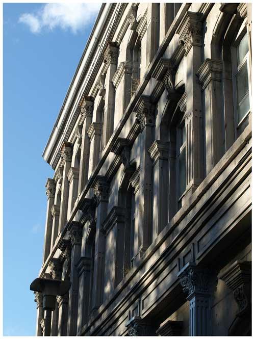 Édifice Dineen, détail de la façade